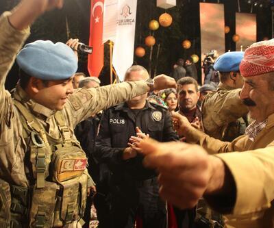 Çukurcalılar asker ve polisle halay çekti