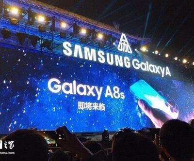Çentiksiz, delikli Galaxy A8s geliyor