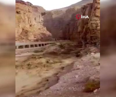 Ürdün'de facia... Gezi otobüsü sel sularına kapıldı