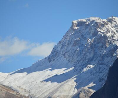 Hakkari dağlarına kar yağdı