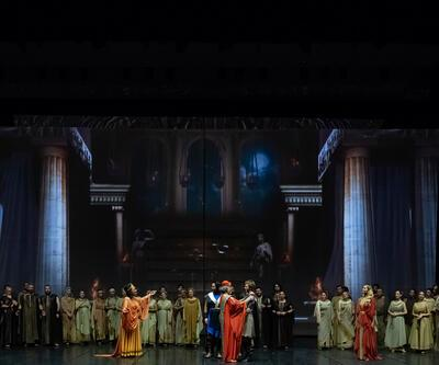 Troya efsanesi sahnede hayat buluyor