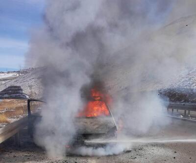 Malatya'da alev alan otomobil küle döndü