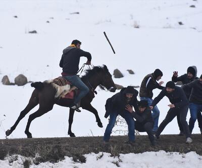 Kar düşünce atlar sahaya sürüldü