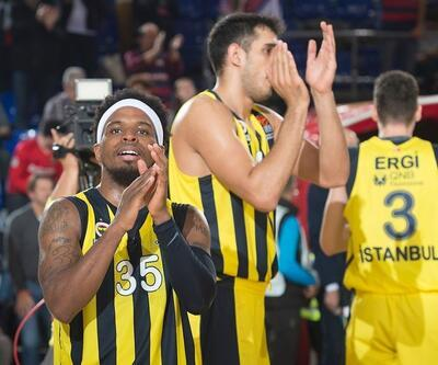 Barcelona'ya sahayı dar eden Fenerbahçe liderliğe yükseldi