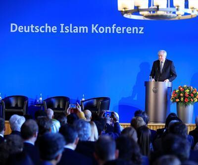 Almanya İslam Konferansı'nda domuz eti tartışması