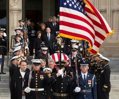Baba Bush son yolculuğuna törenle uğurlandı