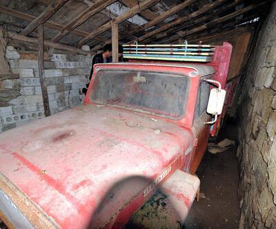 Oğullarına kızdı, 39 yıl önce kamyoneti garaja kilitledi