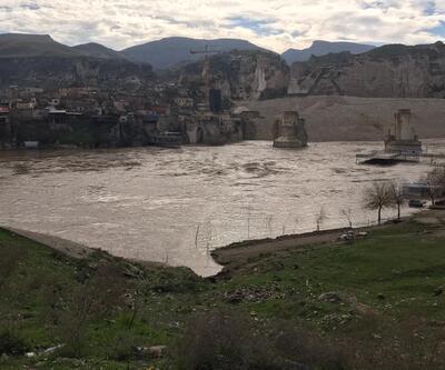 Dicle Nehri'nde su 4 metre yükseldi, Hevsel Bahçeleri'ni su bastı