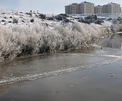 Kars eksi 15'i gördü Kars Çayı donmaya başladı