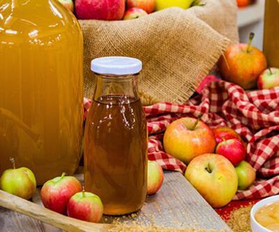 Evde elma sirkesi nasıl yapılır? Elma sirkesinin faydaları neler? Elma sirkesi saça kullanılır mı?