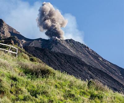 İtalya'da bir yanardağ daha faaliyete geçti