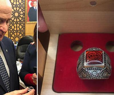 MHP lideri Devlet Bahçeli'den 2019'a özel yüzük