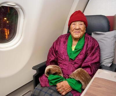 102'nci yaşını uçakta kutladı, tarihe geçti