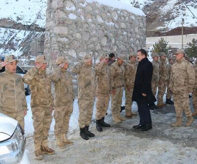 Hakkari Valisi Akbıyık'tan karakol ziyareti
