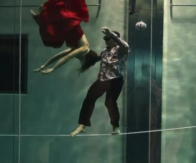 Suyun altında nefessiz dakikalarca dans gösterisi yaptılar