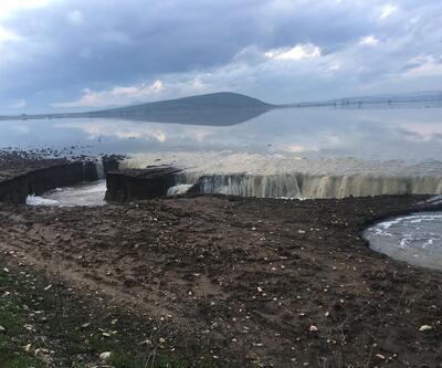 3 gün yağmur yağdı İzmir'de obruklar oluştu
