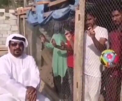 Göçmen işçileri kafese kapattı