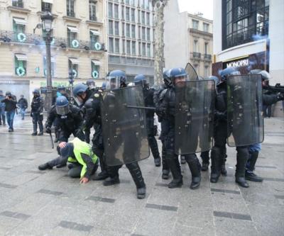 """Fransa İçişleri Bakanı'ndan """"polis şiddeti"""" itirafı"""