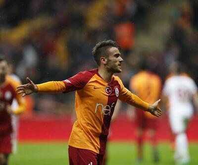 Yunus Akgün: Maç topunu hocalarıma imzalatacağım