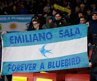 Arsenal-Cardiff maçında Emiliano Sala için gözyaşı döküldü