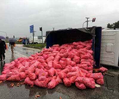 Hatay'da trafik kazası! 4,5 ton havuç yola saçıldı