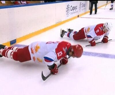 İki lider buz hokeyi oynadı
