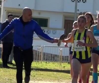 Fenerbahçeli atlet tek ayakkabıyla altın madalya kazandı
