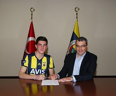 Fenerbahçe 2003 doğumlu Osman Ertuğrul Çetin'i profesyonel yaptı