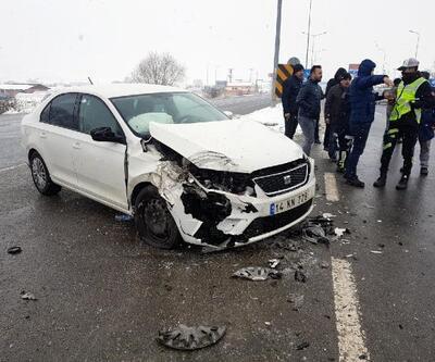 Bolu'da otomobil ile minibüs çarpıştı: 3 yaralı