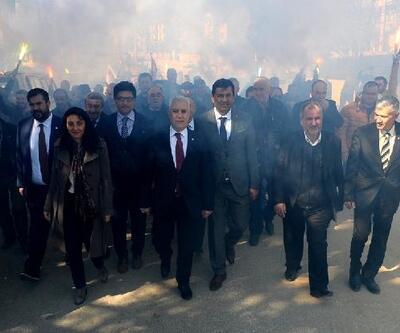 Başkan Bozbey, Keles ilçesinde meşalelerle karşılandı