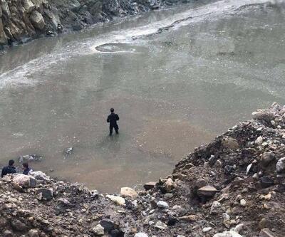 Balıkesir'de suya gömülenkepçe operatörüaranıyor