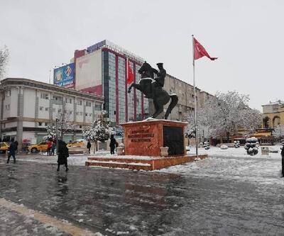 Kırşehir'e mevsimin ilk karı yağdı