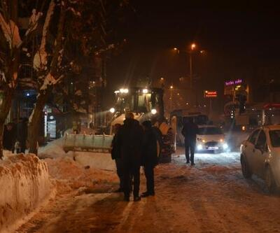 Tatvan'da kar durdu, ekipler temizleme çalışması başlattı