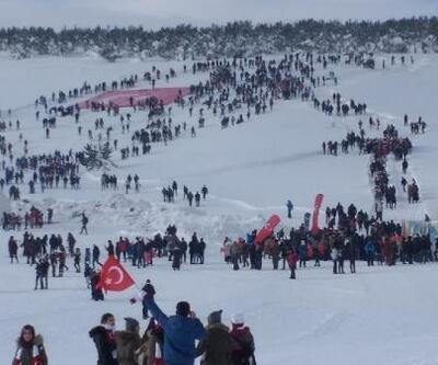 Sarıkamış şehitleri için 7'den 70'e 20 bin kişi karda yürüdü