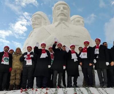 Şehit Mehmetçikler'in kardan heykellerinin açılışına Bakan Kasapoğlu katıldı