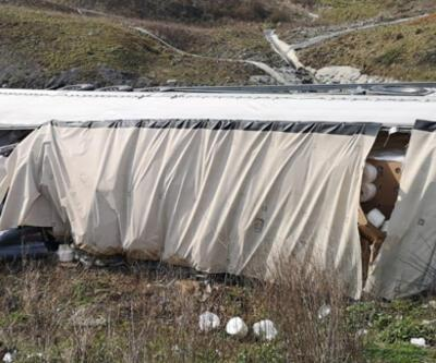 Son dakika: Kuzey Marmara Otoyolu'nda TIR devrildi