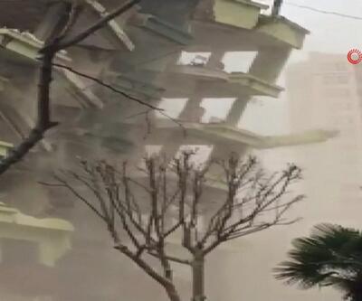 Bursa'da eski bina çöktü