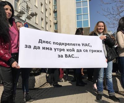 Bulgaristan'da hemşireler eylem yaptı