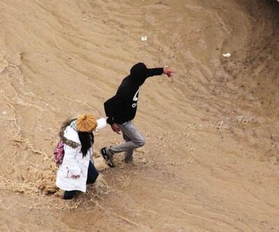 Ürdün'de sağanak yağış 15 yıldır dolmayan barajı doldurdu
