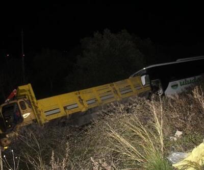 Gömeç'te otobüs kamyona çarptı: 2 ölü, 7 yaralı