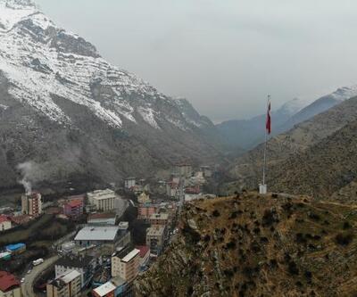 Uludere'ye dev Türk bayrağı