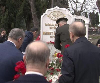 Mehmet Akif Ersoy mezarı başında anıldı