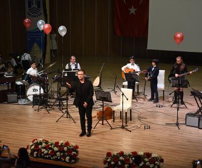 Kutsi, çocuk orkestrayla konser verdi