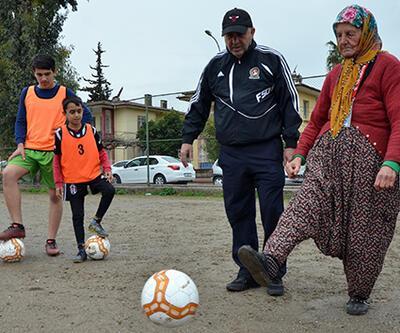 79 yaşındaki 'Altın Nine'nin futbol aşkı