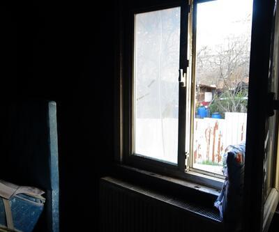 Camdan giren havai fişek evde yangın çıkardı