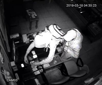 Hırsızlar kasaba girdi, okuma gözlüğünü bile çaldı