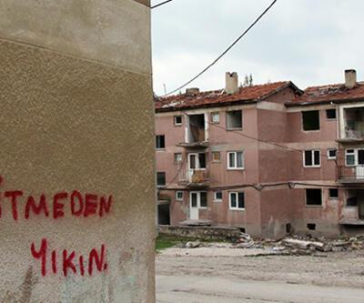 Yıkılacak binalarda ilginç duvar yazıları: İncitmeden yıkın