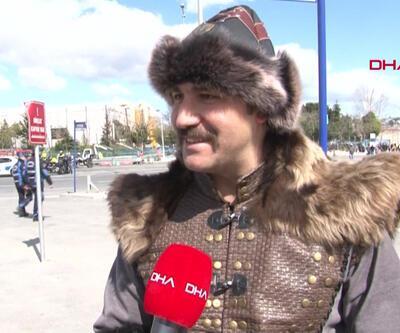 'Büyük İstanbul Mitingi'ne özel giyindiler