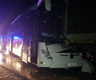 TIR, yolcu otobüsü ve otomobil birbirine girdi: 11 yaralı
