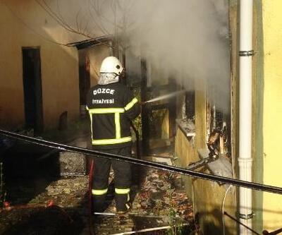 Yangında dumandan zehirlenen felçli adam öldü